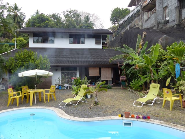 Room in house with swimming pool. 2 min airport. - Papeete - House