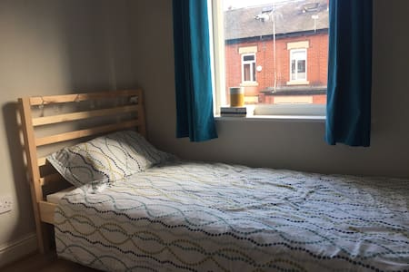 Sun filled single bedroom in Victoria Park - Manchester - Rumah
