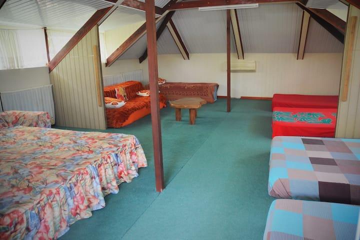 Lit Double en Dortoir salle PingPong accès plage-Y