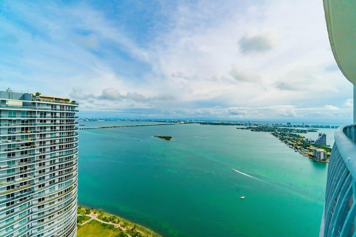 Penthouse 1/1 Ocean & City Views. Free Parking!