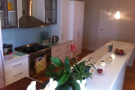 Inner City Home-12 mins by train to Melbourne CBD - South Kingsville - Haus