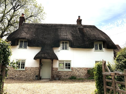 Coast&Country - Escape to a Thatched Choccy Box