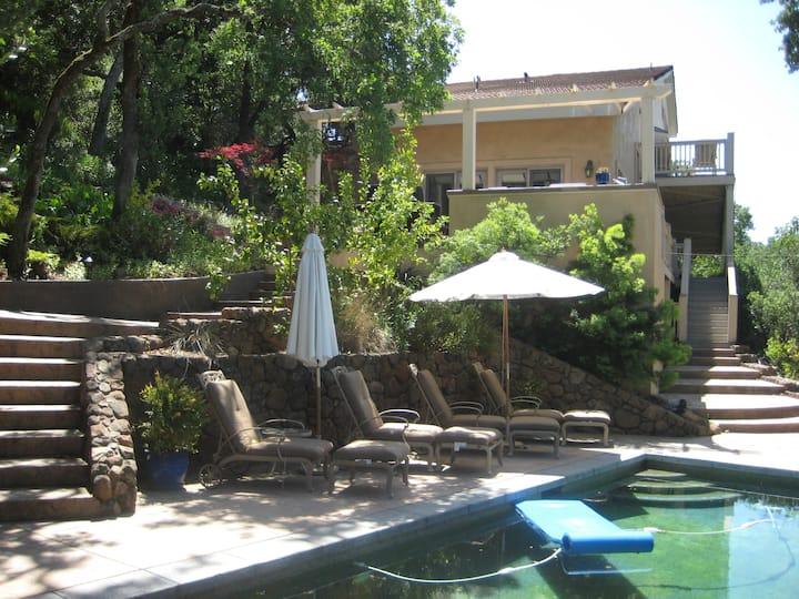 2 bedroom, 2 bath, pool, hot tub , outdoor kitchen
