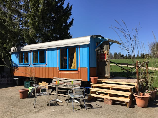 Circuswagen/ Roulotte, im Herzen der Freiberge - Saignelégier - Karavan