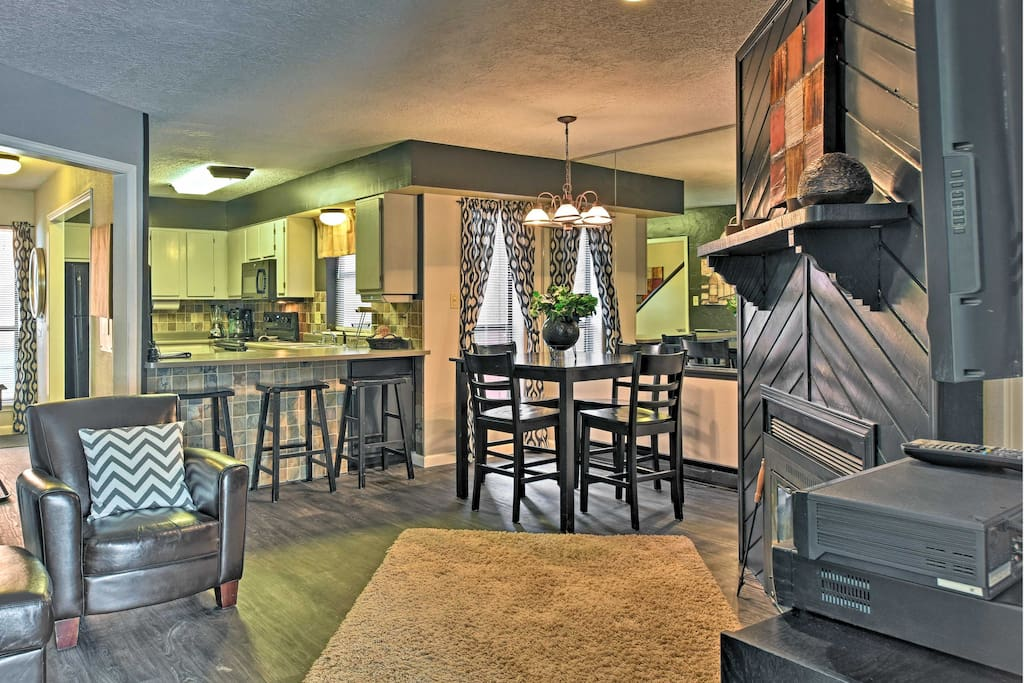This newly decorated condo is the perfect base for your mountain getaway.