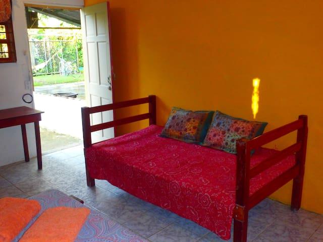Private room and kitchenette close to the beach - Uvita - Dom