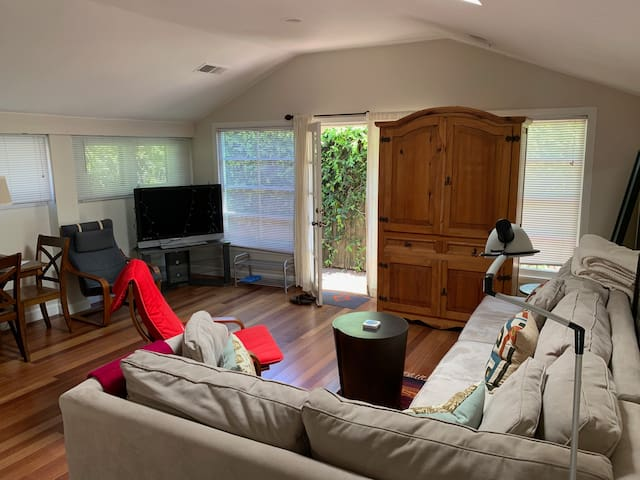 ! Quiet 1BR Cottage by Stanford WiFi Charming