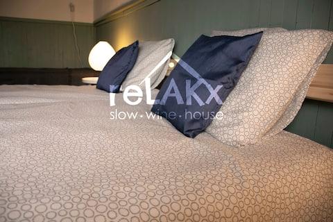 reLAKx slow-wine-house