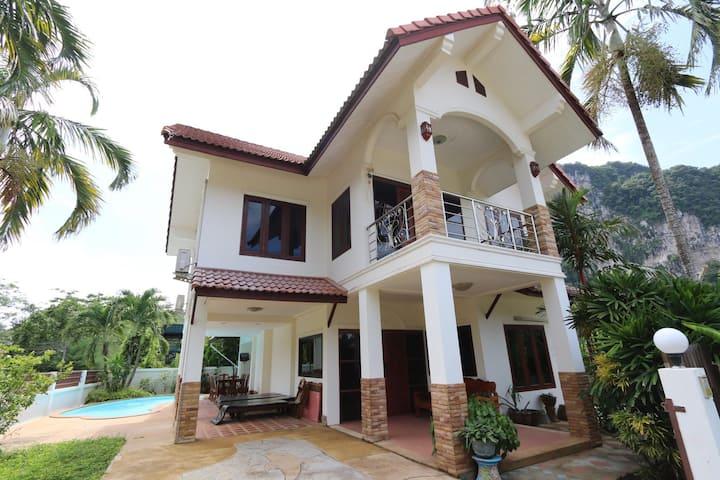 5 min to aonang beach Chalay villa