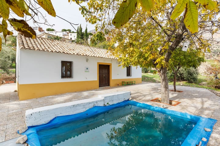 Easy-Peasy Cottage in Albanchez de Mágina with Swimming Pool