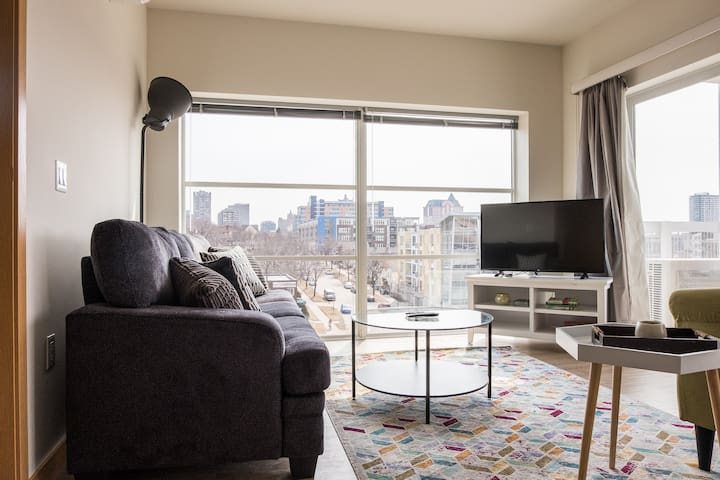 Modern, Comfy 1BR Apt Downtown w/ Spacious Balcony