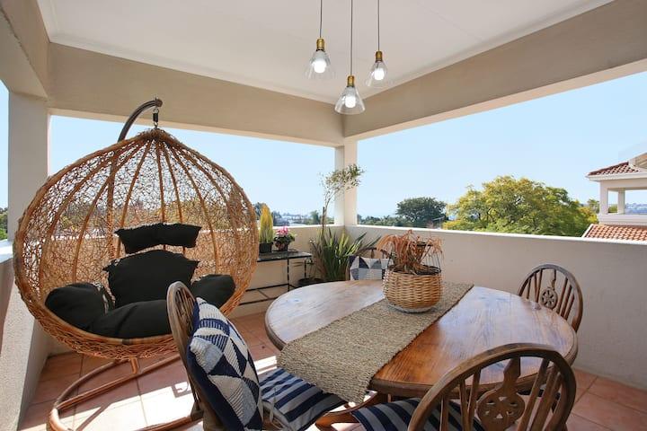 Sunny duplex loft in Sandton! Stunning views!