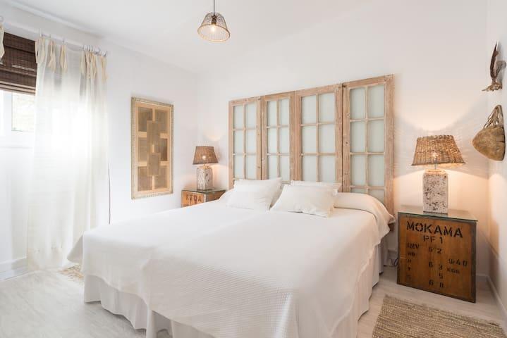Beautiful garden house with large terrace,LaCasita - Marbella - Hus