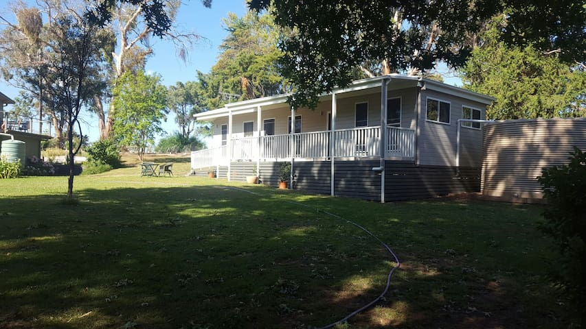 Charming cottage in semi rural area - Armidale