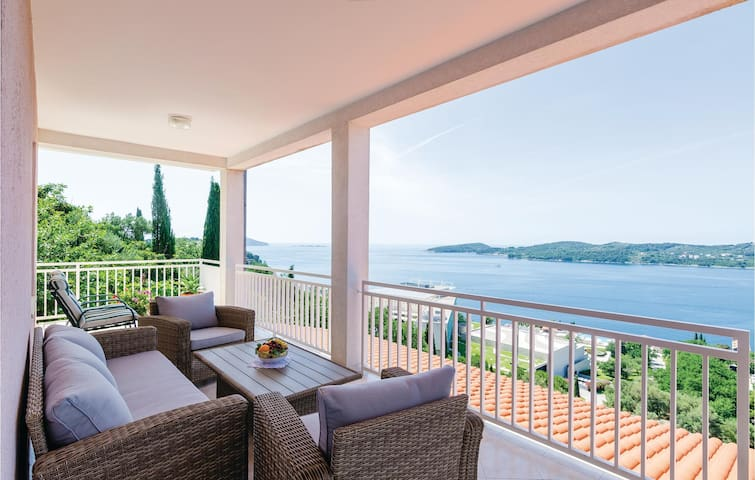 Holiday apartment with 3 bedrooms on 85m² in Orasac