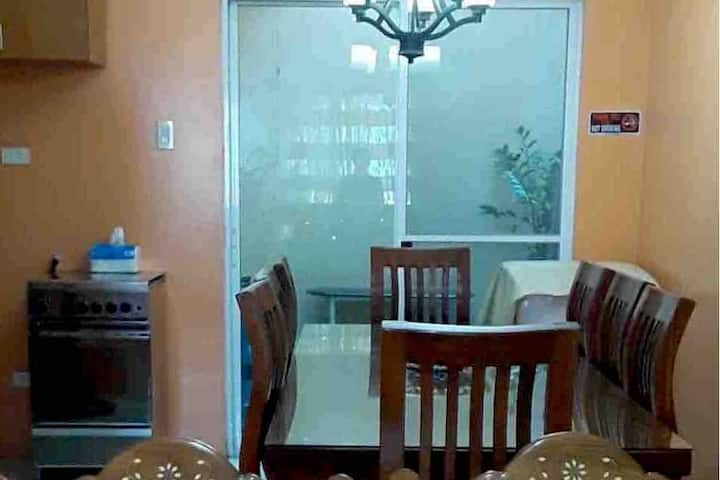ROOMY PLACE * Metro Nearby * Free Gated Parking