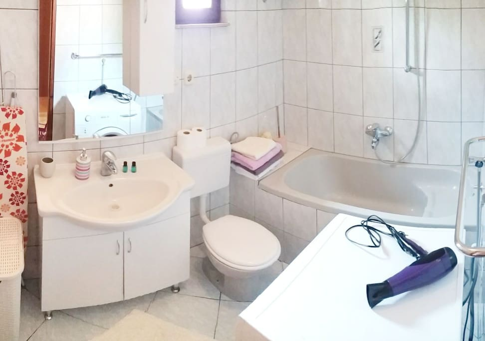 Bathroom, with all esentials
