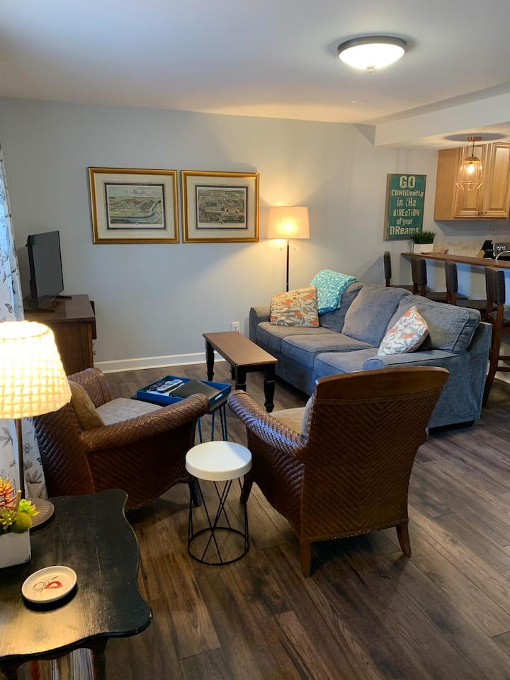 Downtown Month-Month Fully Furnished Stay!