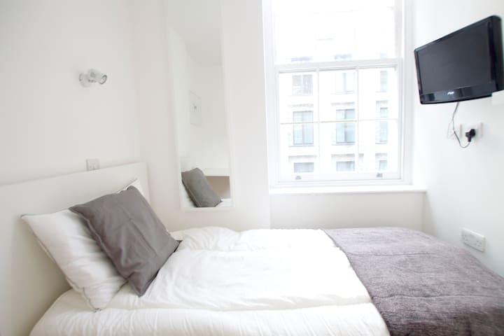 Tottenham Single room in central London 2C - London - Bed & Breakfast