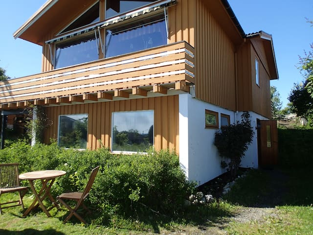 Your own apartment in middle of Lofoten - Vestvågøy - Casa