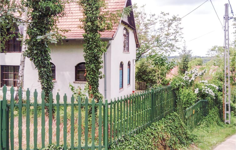 Holiday cottage with 2 bedrooms on 200m² in Peröcsény