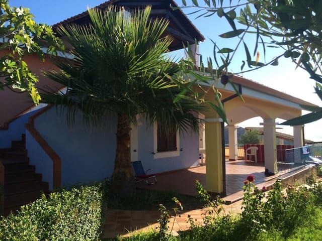 Appartamento panoramico in Villa SA SERRA