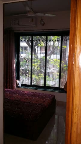 Rooftop for yoga, 16Mbps wifi & Seaface 2mins away - Mumbai - Huoneisto