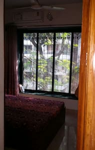 Rooftop for yoga, 16Mbps wifi & Seaface 2mins away - Mumbai - Appartamento