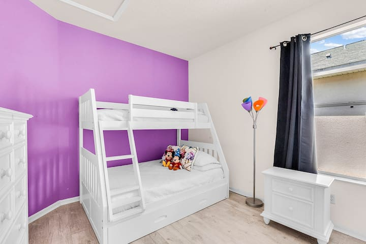 Purple room for up to 4 people
