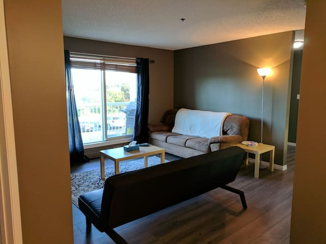 Comfortable Two Bed near Downtown