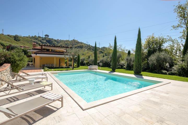 Modern villa with private garden & pool