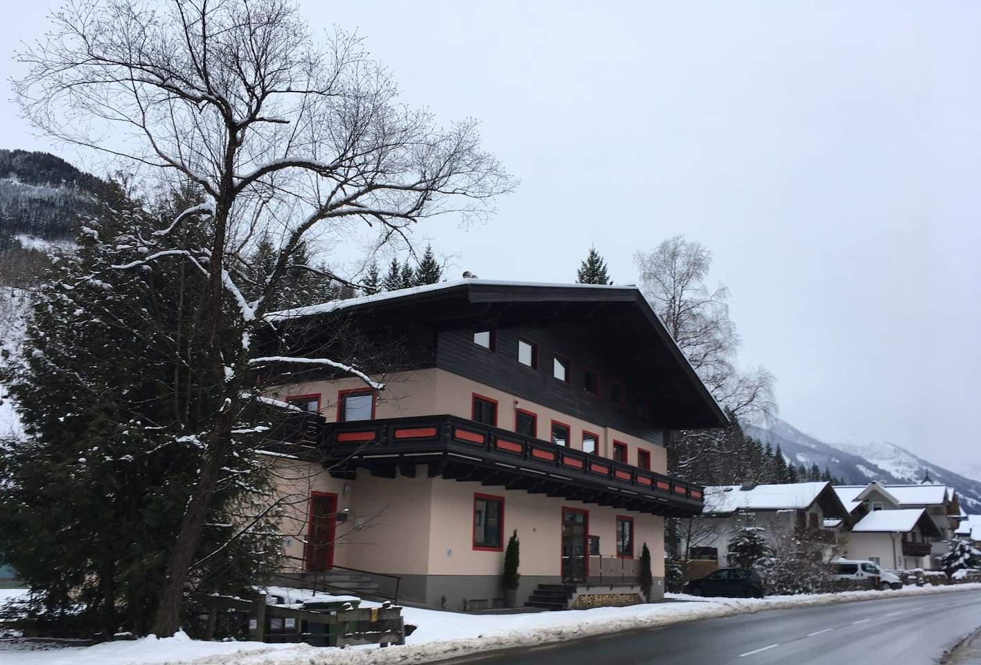 The house from the road on the left side coming from Saalbach. The apartment is on the ground floor to the back facing the river.