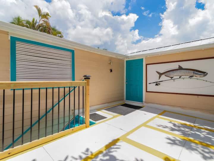 """Ideal apartment for snowbirds"""