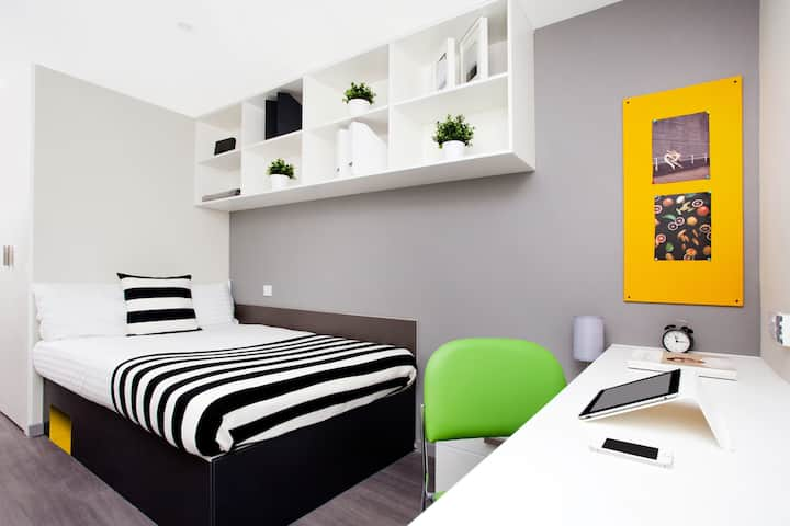 Student Only Property: Superior Premium Range 2  En-suite Room - LOS 12 months 10% off