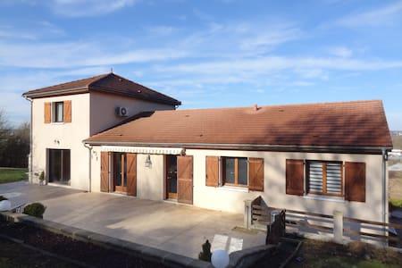 LOUE 3  CHAMBRES POUR IRONMAN - Creuzier-le-Vieux - ที่พักพร้อมอาหารเช้า