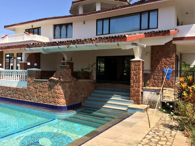 Rustic Contemporary 5BHK Villa with pool @ Varca - Varca - Vila
