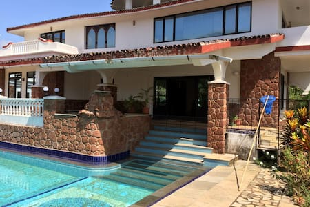 Rustic Contemporary 5BHK Villa with pool @ Varca - Varca