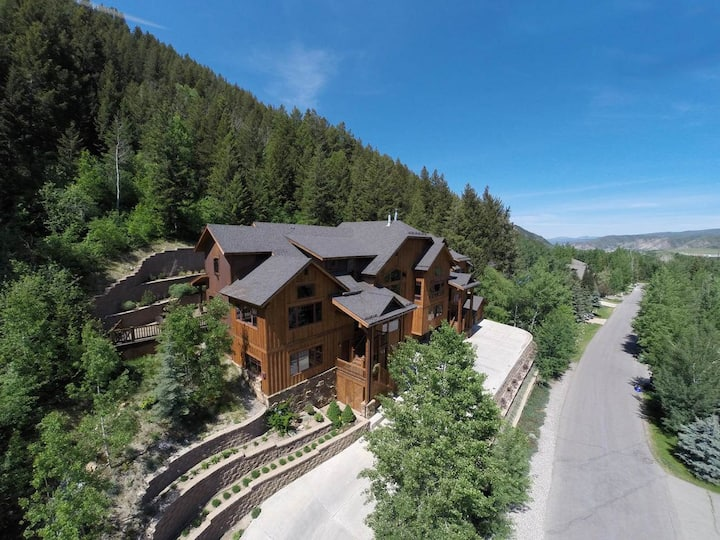 Epic 4br home, minutes from BC/Vail,private hottub