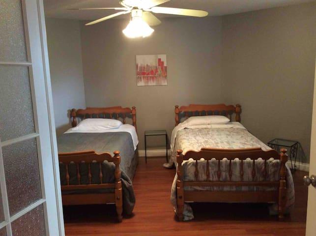2 single beds, desk. Closet