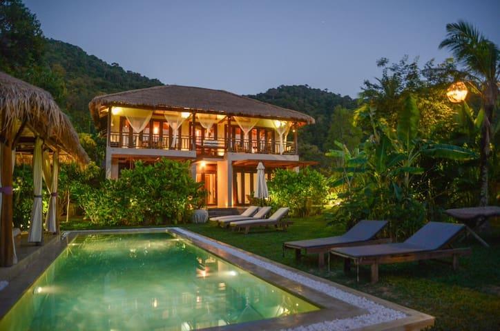 Oriental style Villa & shared  pool - Kep - Casa de campo