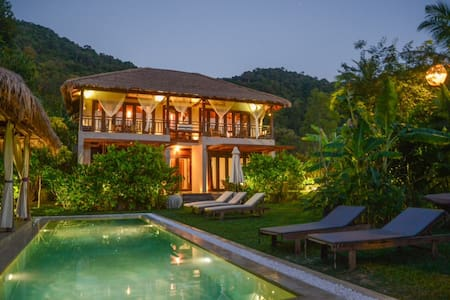 Oriental style Villa & shared  pool - Kep