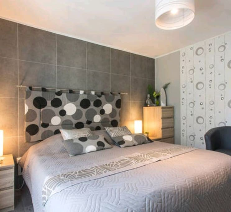 deux ou en solo ch pdj inclus cot du lac houses for rent in aix les bains rh ne alpes. Black Bedroom Furniture Sets. Home Design Ideas