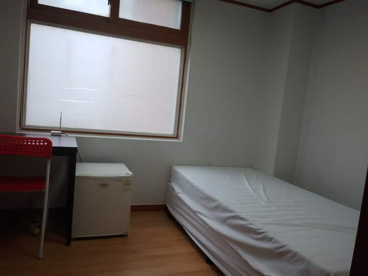 Hongdae Station Exit4 .Walk 3min(business  room 9)