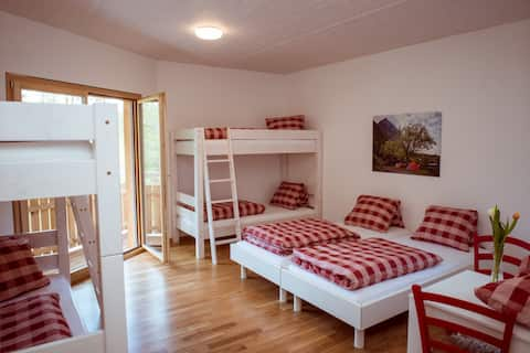Gemütliches Zimmer für 6 Personen im Gästehaus