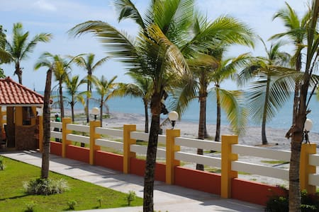 Vacation Yr 'Round in this Beachfront Apartment - Nueva Gorgona