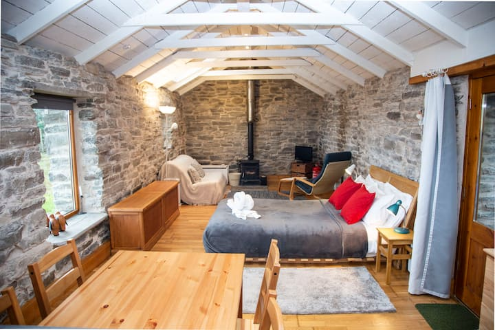 The Byre - stone studio space, Talmine NC500/Beach