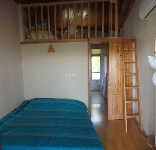 bedroom/gallery