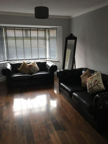 FAIRVIEW - HOLIDAY HOME/SHORT STAYS/EMERGENCY ACC