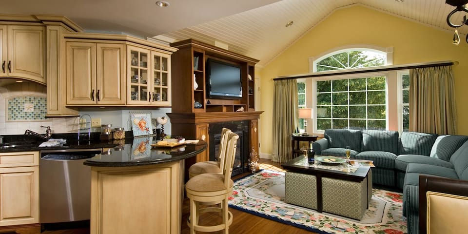 Luxury 3 Bed Apartment in Hyannis with Waterpark