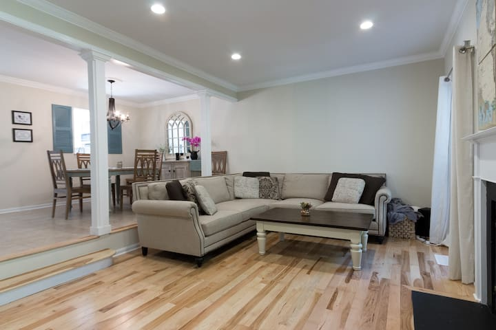 Spacious master suite next to ft belvoir d c for Master down townhomes